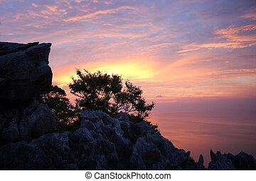 coucher soleil pourpre, ciel, mountain.