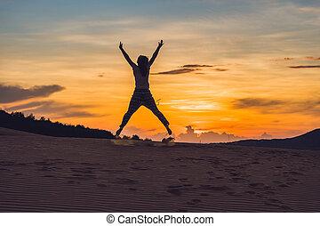 coucher soleil, rad, jeune, sablonneux, désert, femme