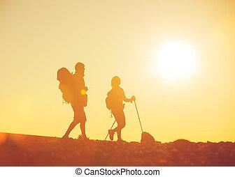 coucher soleil, randonneurs, sacs dos