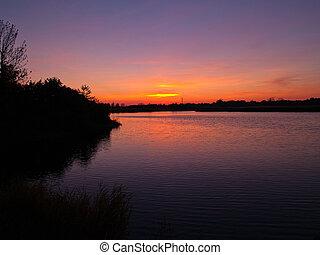coucher soleil, sur, campagne, lac