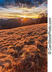 coucher soleil, sur, les, colline