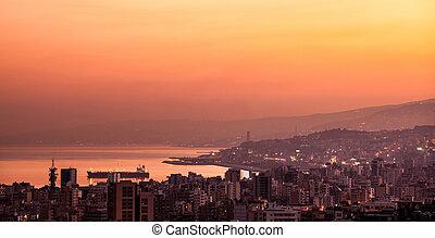 coucher soleil, sur, montagne, ville