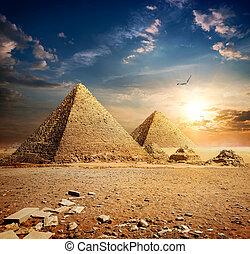 coucher soleil, sur, pyramides