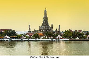coucher soleil, vue, de, wat arun, pendant, dans, bangkok,...