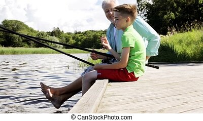 couchette, pêche rivière, petit-fils, grand-père