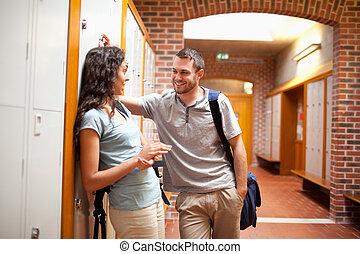couloir, couple, flirter