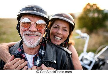 countryside., motorkerékpár, jókedvű, párosít, mozgó...