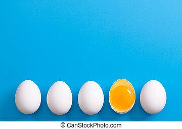 coupé deux, les, yolk., pose, une, blanc, rang, oeufs,...