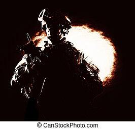 coup, armée, brûler, infanterie, arrière-plan noir