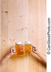 coup, grandes tasses, hommes, deux, bière, studio, tintement, unrecognizable