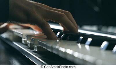 coup, synthesizer., doigts, fin, lent, jeux, sommet, isolé, mens, musique, nouveau, piano, pianiste, solo, musicien, keys., bras, mains, ou, haut, jouer, mouvement, mâle, melody., vue