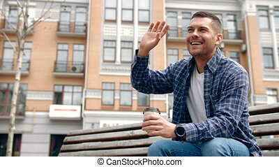 coup, waving., haut, regarder, appareil photo, directement, fin, sourire