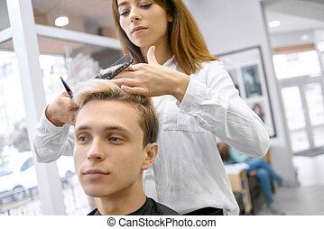 coupe, boy., jeune, femme, devant, hairstyler, vue