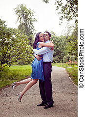 couple, étreinte, moment, baiser, heureux