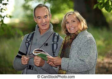 couple, aller, personne agee, promenade