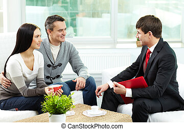 Couple and agent - Portrait of modern couple listening to...