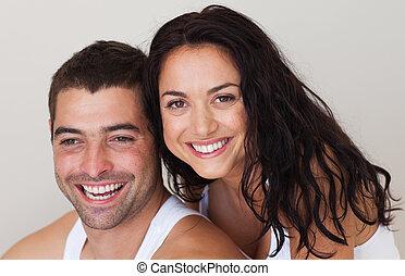 couple, appareil photo, sourire