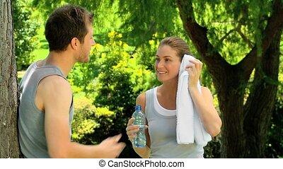 couple, après, jogging, délassant