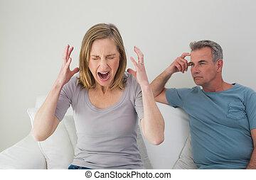 couple, argument, malheureux, avoir