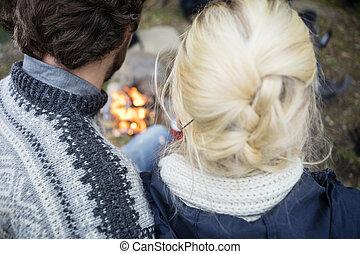 couple, arrière, jeune, camping, vue