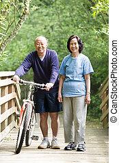 couple, asiatique, mûrir
