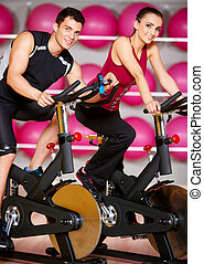Couple at the gym - Sporty couple exercising at the fitness ...