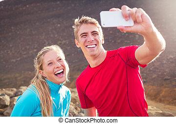 couple, athlétique, photo, selfie, jeune, séduisant, téléphone, confection, eux-mêmes, prendre, intelligent