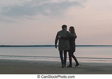 couple, autumn., rivage, jeune, aimer