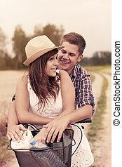 couple, avoir, jeune, amusement, vélo