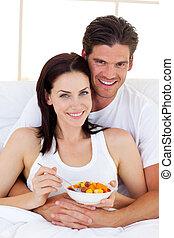 couple, avoir, petit déjeuner, aimer