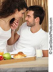 couple, avoir, petit déjeuner, gentil