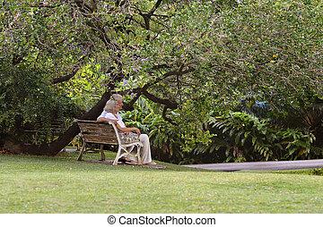 couple, banc, dehors, personnes agées, séance