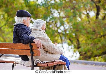 couple, banc, parc, personne agee, séance