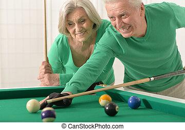 couple, billard, vieux, jouer