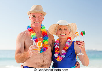 couple, boire, plage, personne agee, cocktail