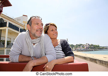 couple, bord mer, regarder, recours, personne agee, plage