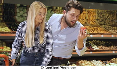 Couple buy tomatos at the mall
