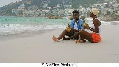 couple, côté, africaine, ananas, vue, américain, jus, plage, boire, 4k