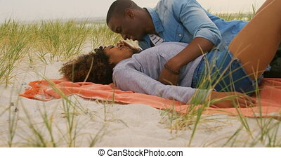 couple, côté, africaine, avoir, vue, américain, plage, amusement, 4k