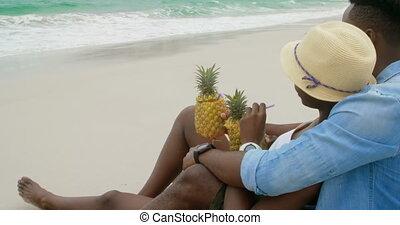 couple, côté, africaine, vue, délassant, américain, plage, 4k