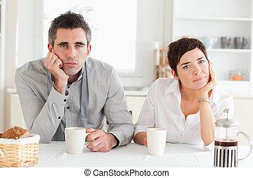 couple, café buvant, fatigué