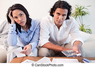 conversation couple financier sur probl mes sur photographie de stock rechercher. Black Bedroom Furniture Sets. Home Design Ideas