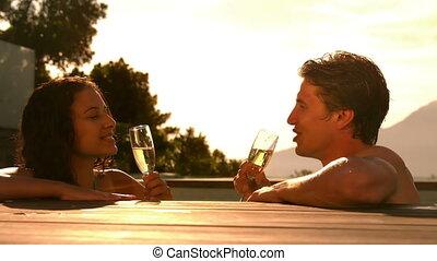 couple, champagne, boire, heureux