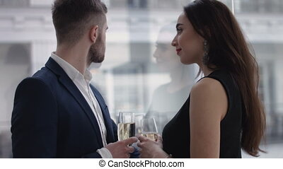 couple, champagne, grillage, restaurant