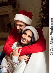 couple, chapeaux, santa, heureux