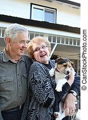 couple, chien, personnes agées