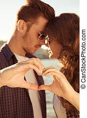 couple, coeur, amour, romantique, doigts, coucher soleil, faire gestes