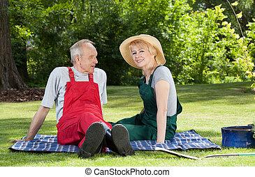 couple, couverture, jardin, séance