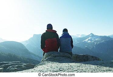 couple, dans, montagnes