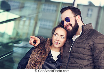 couple, dehors, jeune, pointage, pendre